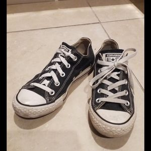 Black low rise Converse Sneakers